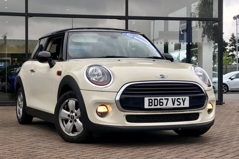 White MINI Hatch Cooper 2017