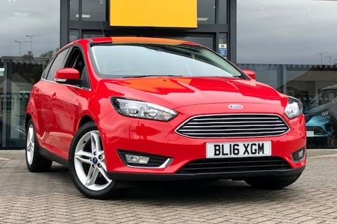 Red Ford Focus Titanium 2016