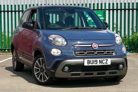Blue FIAT 500l Cross 2019