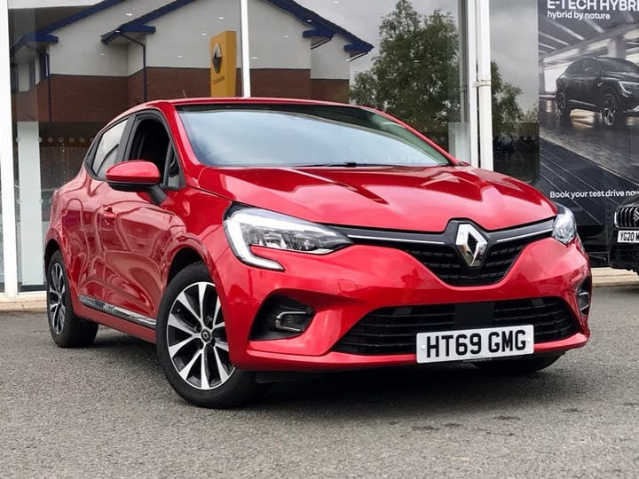Red Renault Clio Iconic Tce 2019