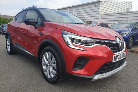 Red Renault Captur Iconic Tce 2020
