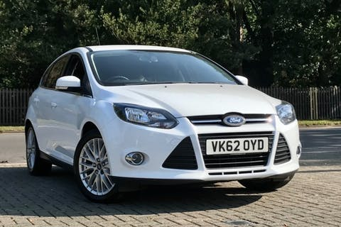 White Ford Focus Zetec 2012