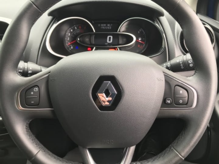 Blue Renault Clio Play Tce 2018