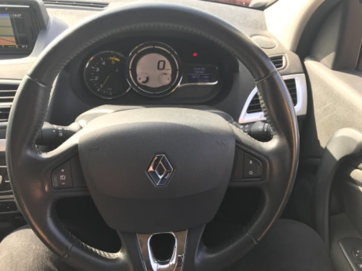 Red Renault Megane Dynamique Tomtom Energy DCi S/S 2014