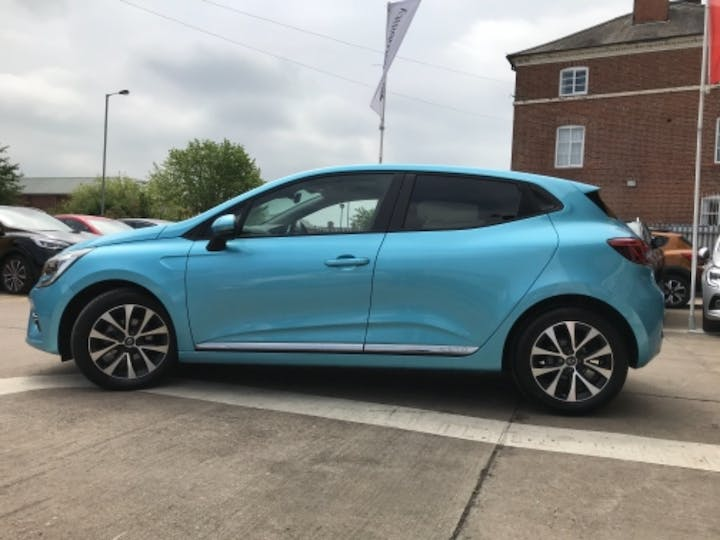 Blue Renault Clio Iconic Tce 2020