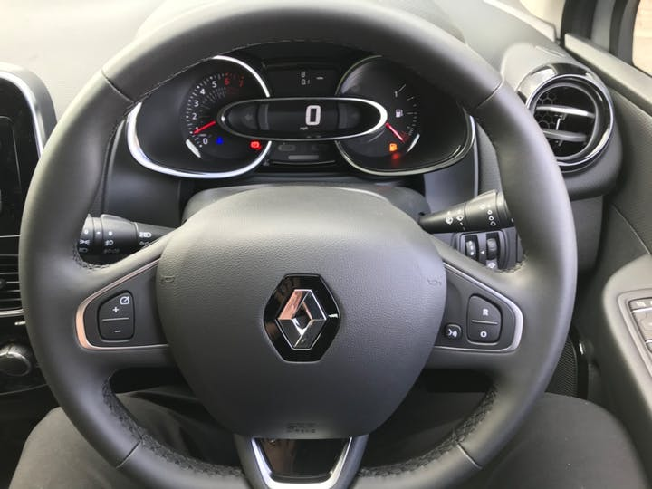 White Renault Clio Play Tce 2019
