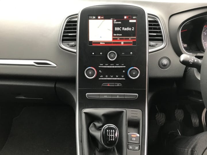 Red Renault Grand Scenic Iconic Tce 2018
