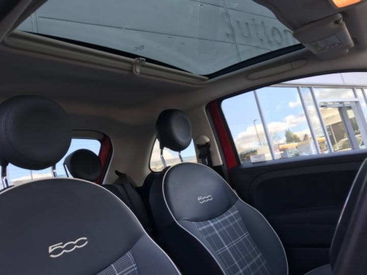 Red FIAT 500 Lounge 2018