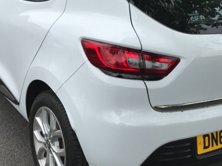 White Renault Clio Play Tce 2018