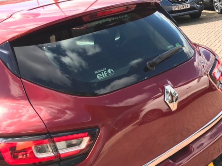 Red Renault CLIO Dynamique S Nav Dci 2016