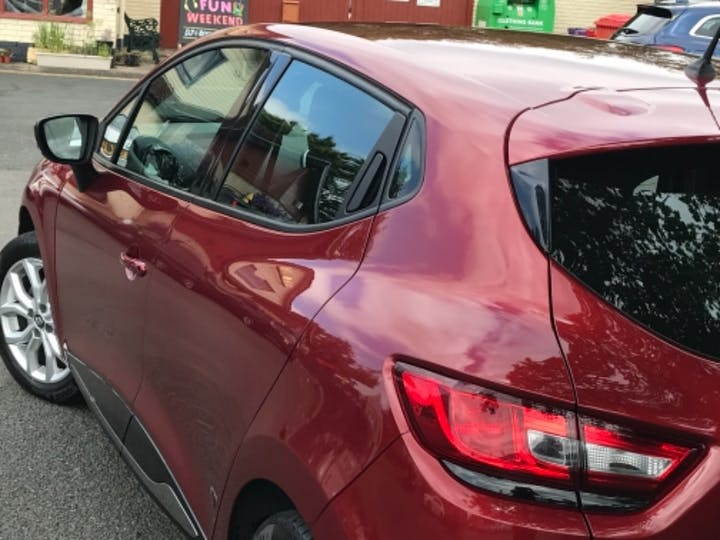 Red Renault Clio Dynamique Nav Tce 2017