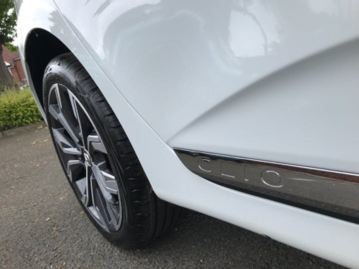 White Renault Clio S Edition Tce 2021