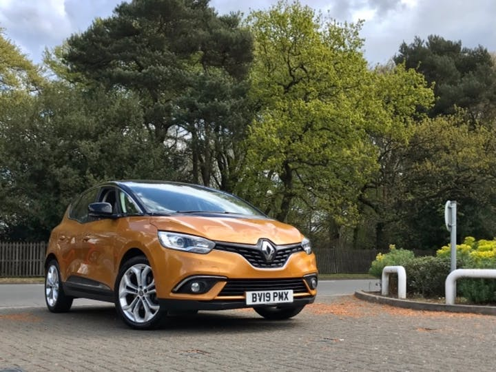 Yellow Renault Scenic Iconic Tce 2019