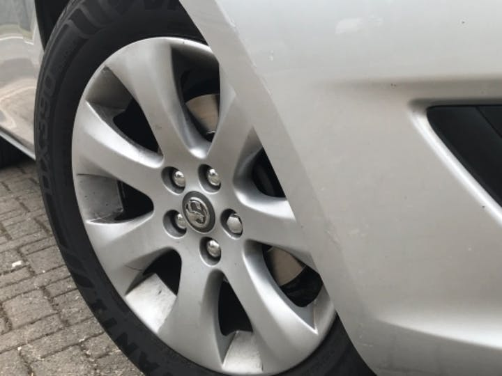 Silver Vauxhall Astra Design 2014