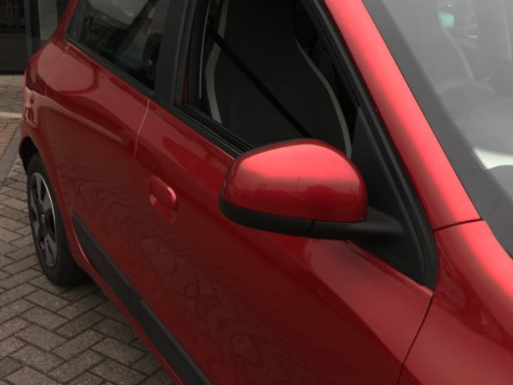 Red Renault Twingo Play Sce 2015