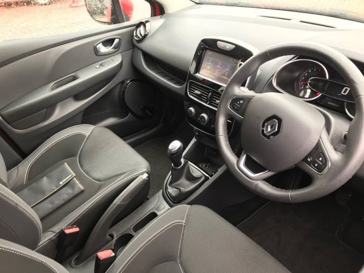 Red Renault Clio Dynamique Nav 2018