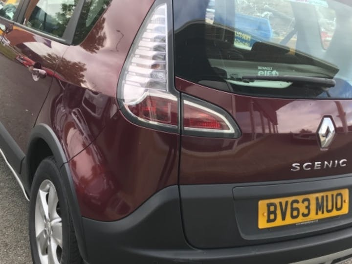 Red Renault Scenic Xmod Dynamique Tomtom Energy DCi S/S 2013